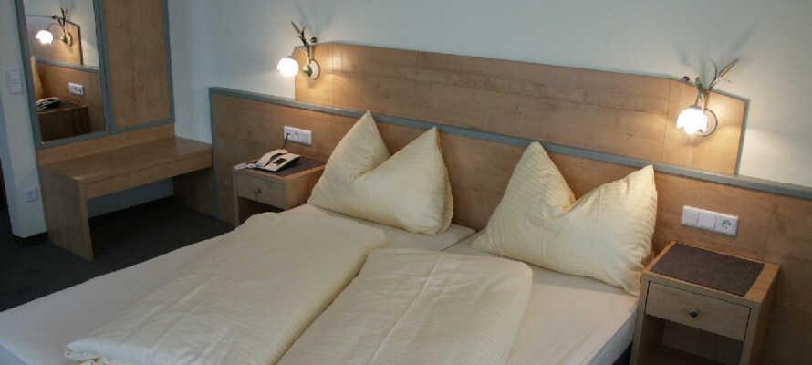 Dere vil raskt føle dere hjemme og godt tilpass i hotellets hyggelige og komfortable værelser.