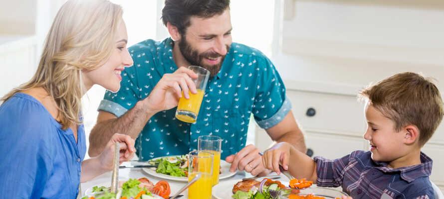 Laga er egen middag och ät tillsammans i lugn och ro i den mysiga lägenheten.