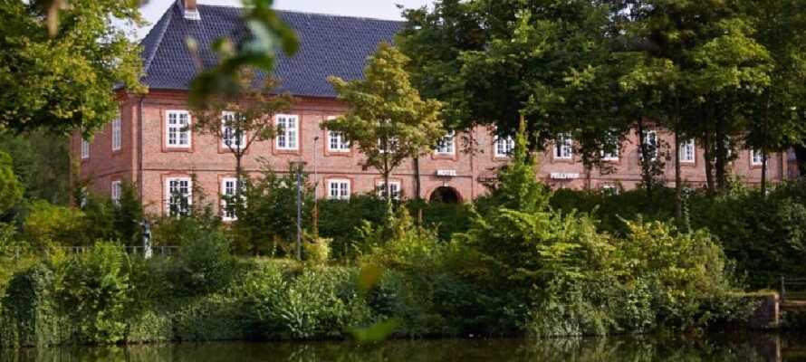 Hotel Pelli Hof Rendsburg ligger i den hyggelige by Rendsburg, der er mest kendt for den gamle jernbanebro.