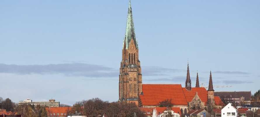 Besök den trevliga staden Slesvig, där ni bland annat kan uppleva stadens vackra katedral.