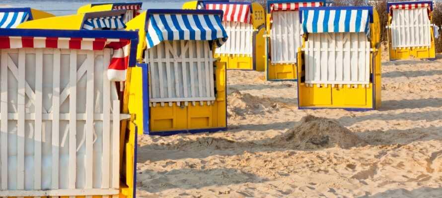 Vom Hotel aus sind einige der schönsten Sandstrände in Deutschland mit ihren traditionellen Strandkörben leicht zu erreichen.