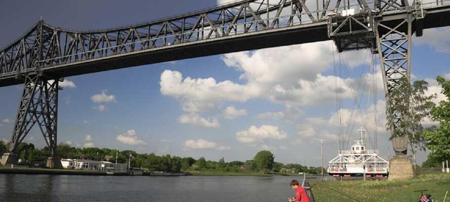 Én af Rendsburgs helt store attraktioner er byens gamle jernbanebro, som I kan komme helt tæt på langs vandet.