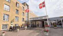 Østergaards Hotel liegt direkt vorm Herning Golfklub in ruhiger Umgebung.