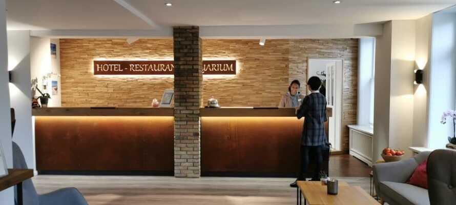 Hotellet har en välkänd restaurang, där det serveras rätter baserade på regionala råvaror efter säsong.