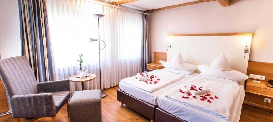 Hotellets fina och ljusa rum är inredda för optimal komfort och fungerar som en bekväm bas under er vistelse.