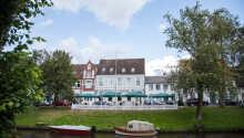 Ringhotel Aquarium är ett stilfullt hotell, beläget i den nordtyska staden Friedrichstadt.