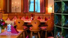 Hotellets restaurang är elegant och stilfullt inrett.