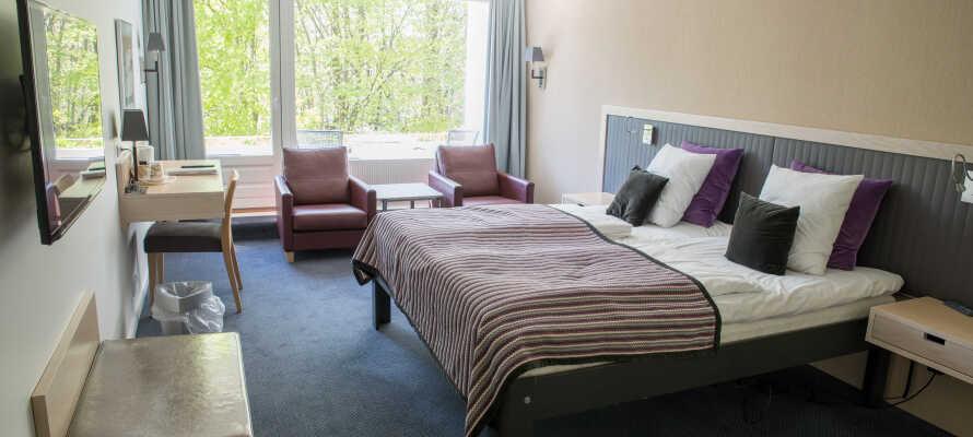 Hotellets komfortable og rummelige værelser har alle udsigt mod naturen, og tilbyder behagelige rammer for opholdet.