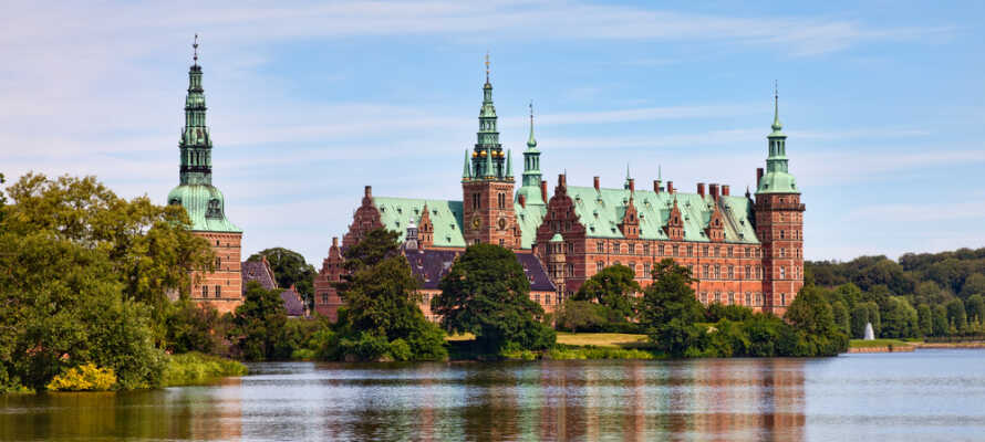 Udover København har I også mange andre seværdigheder inden for kort afstand, såsom Frederiksborg Slot, Bakken, Experimentarium og Louisiana-museet.