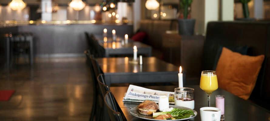 Restauranten har stor fokus på anvendelsen af lokale råvarer og tilbyder en behagelig og afslappet atmosfære for måltidet.