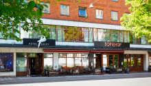 Her bor I centralt i Jönköping med kort afstand til stranden, shopping, restauranter og transportmuligheder.