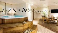 Hotellet har et hyggeligt relaxområde med boblebad og sauna.