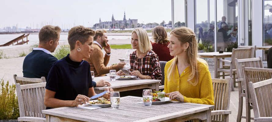 Här bor ni i charmiga Marienlyst på Nordsjälland, direkt ut mot Öresunds-kusten.