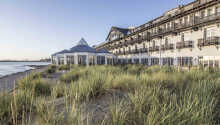 Hotellet har en suveren beliggenhet ut mot havet.