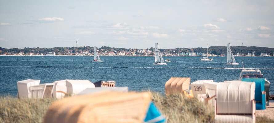 Strandhotel Strande ligger vackert nära Östersjöns härliga sandstränder och Kiel, den berömda och spännande hamnstaden.