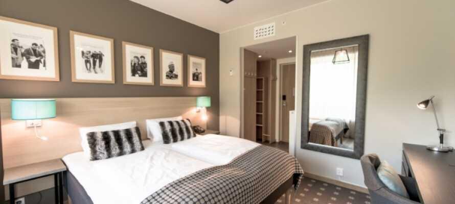 Hotellets moderna rum är elegant inredda i trevliga färger och har utsikt antingen mot skidanläggningen eller dalen nedanför