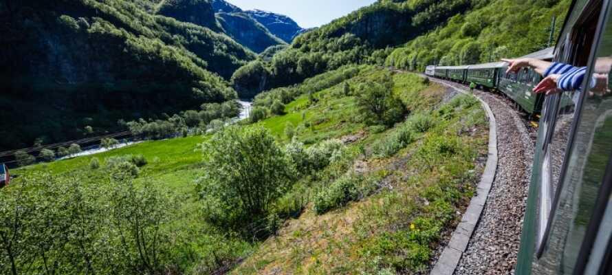 Ta en tur med Flåmsbanan som är en av Norges största sevärdheter och en av Europas brantaste järnvägar