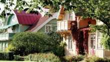 Das Hotel Bellevue Hjo genießt eine großartige Lage am Vätternsee und dem Yachthafen im üppigen Stadtpark.