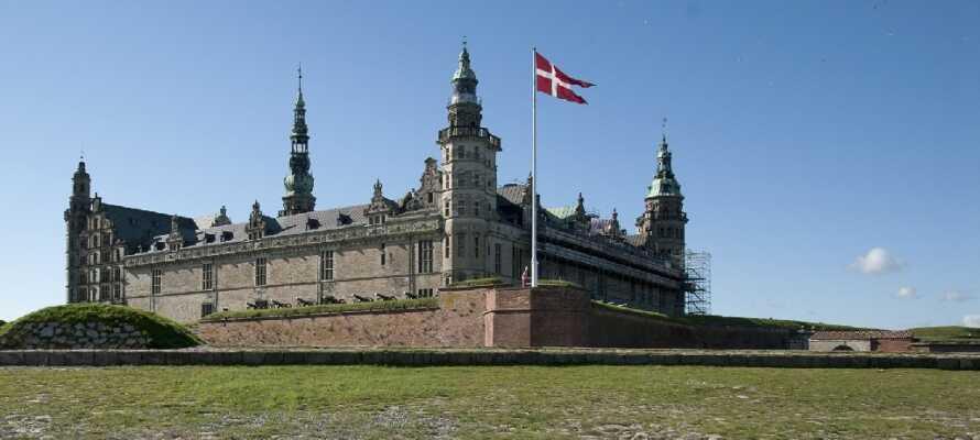 Dra til Helsingør og besøk f.eks. Gurre Slotsruin, Frederiksborg Slott eller Kronborg.