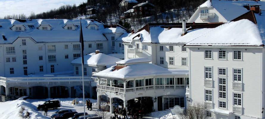 Om  vinteren forvandles Dr. Holms Hotel til et vinterhotel med ski