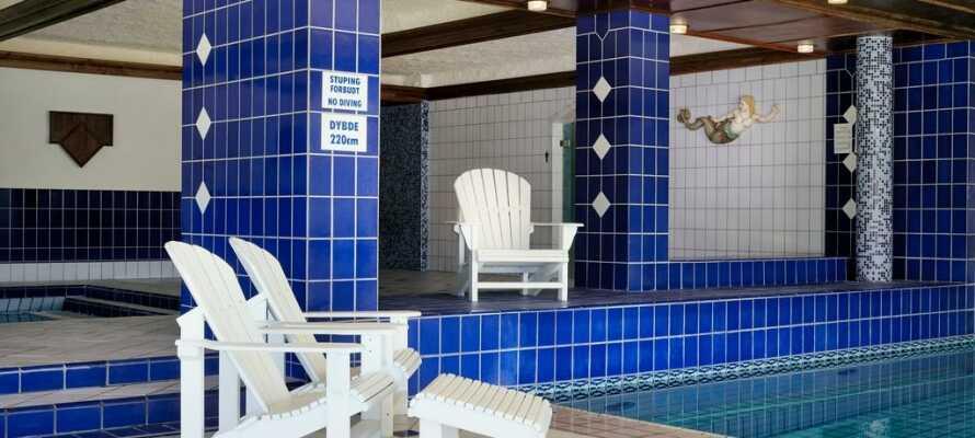 Der er en indendørs pool samt wellness muligheder på hotellet.