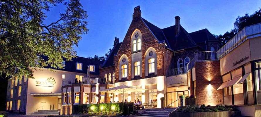 Hotel Berghölzchen ligger i lugna omgivningar nära centrum av korsvirkesstaden Hildesheim.
