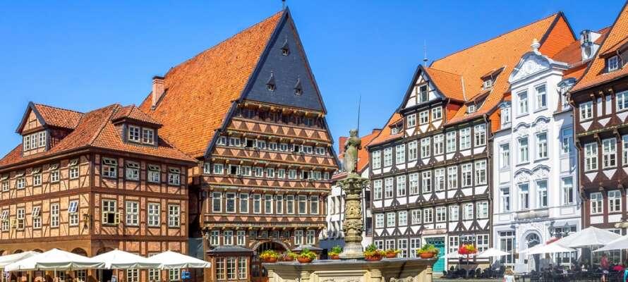 Njut av en eftermiddag i Hildesheims centrum där ni kan ta till er av en härliga stämningen.