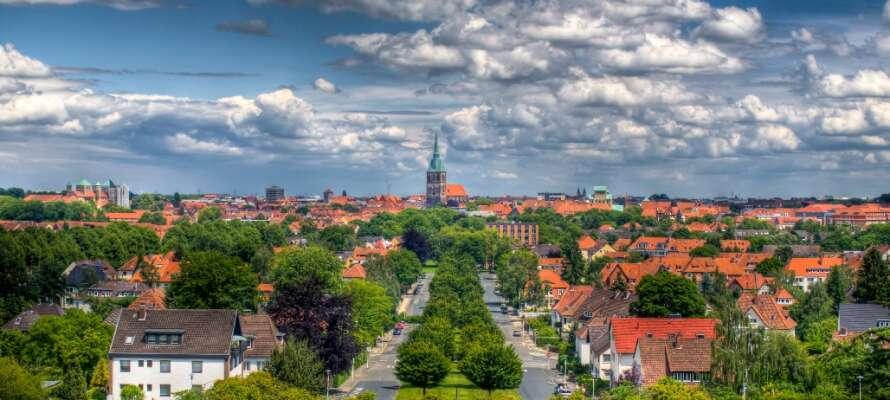 Hildesheim byr på alt fra et sjarmerende bysentrum med bindingsverkshus til moderne shoppinggater og fine restauranter.