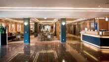 Hotellet erbjuder moderna omgivningar med restaurang, fitness och wellness.