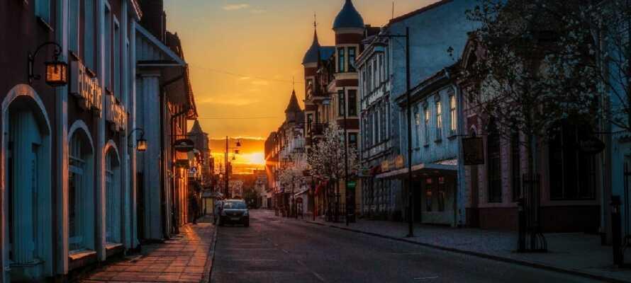 Das Hotel liegt in der Mitte der Fußgängerzone in der gemütlichen Stadt Arvika, nahe der umliegenden Natur-Landschaft.