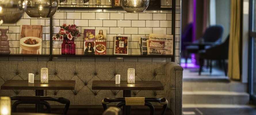 På kvällen serveras en kvällsbuffé som kan avnjutas i hotellets mysiga restaurang.