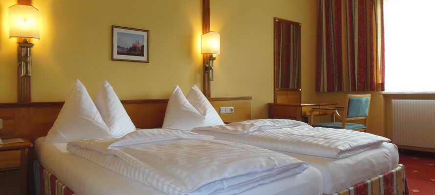 Hotellets værelser er lyse og rummelige.