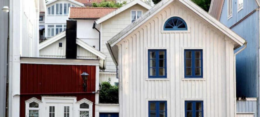 Hotellet ligger centralt i Marstrand omgivet av pittoreska hus och med en badplats på gångavstånd.