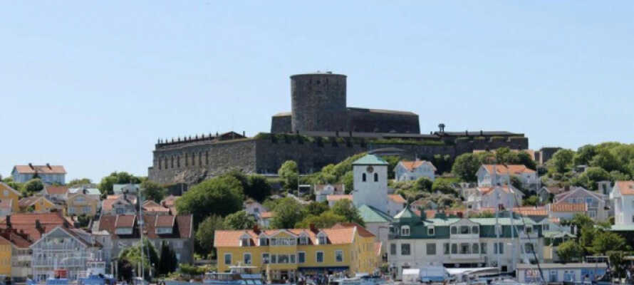 Øverst på Marstrandsön ligger Marstrands største attraktion, Carlstens fæstning, der stammer fra 1658.