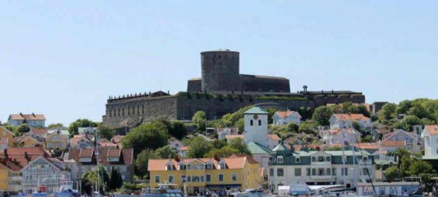 På toppen av Marstrandsön ligger byens største severdighet, Carstens festning med aner fra 1600-tallet.