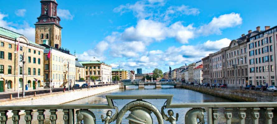 Ni befinner er inte mer än en timmes bilresa från Göteborg om ni vill varva lugnet med storstadspuls.