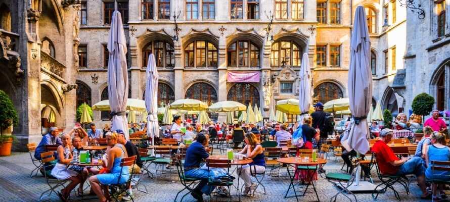 Victor's Residenz-Hotel München har ett bra läge norr om München och nära lokal kollektivtrafik.