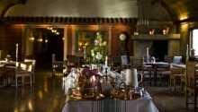 Njut av en god middag i hotellets erkända Gästgiveri. De strävar alltid efter nya, spännande smaker med lokala råvaror