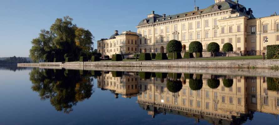 Drottningholm slot er optaget på UNESCOs Verdensarvliste og er det bedste bevarede kongelige slot i Sverige.