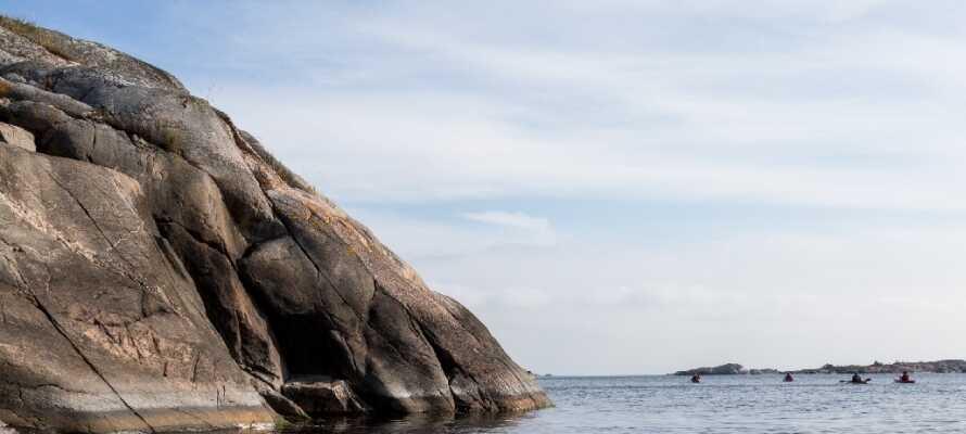 Skärgårdsbåtarna tar er ut i den storslagna skärgården, ett vackert landskap under samtliga årstider.