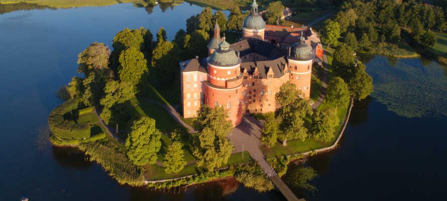 Tag en udflugt til Mariefred og det smukke Gripsholm slot.