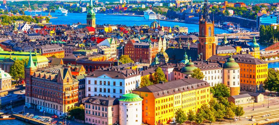 Oplev Stockholm i eget tempo med hele familien og slap af i de grønne områder midt i byen.