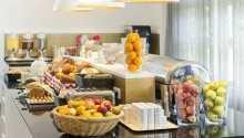 Hver morgen serverer hotellet en stor og lekker frokostbuffet.