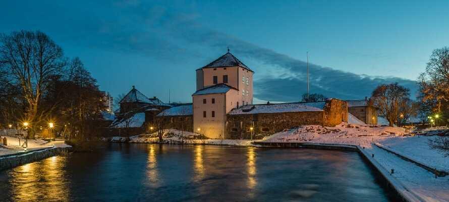 Besök ett av stadens stora landmärken, Nyköpingshus, som ursprungligen varit en medeltida borg.