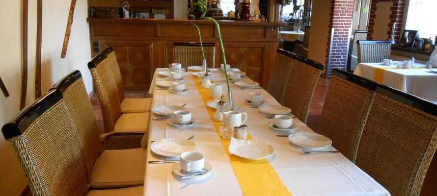 Hotellets restaurang La Patatina är välkänd i regionen och tillreder lokala rätter baserade på årstidens råvaror.