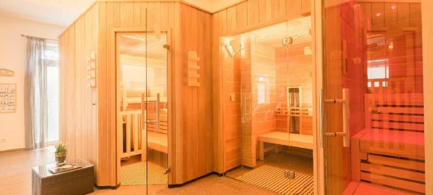 Under oppholdet har dere bl.a. mulighet til å benytte det store saunaområdet på hotellet og treningssenteret rett rundt hjørnet.