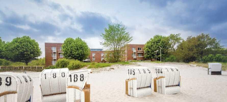 Hotellet ligger både nära den trevliga sandstranden samt centrum av den medeltida staden Eckernförde.