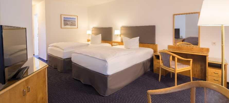 Find Jer godt tilrette på hotellets lyse og rummelige værelser, udstyret med alle fornødenheder.