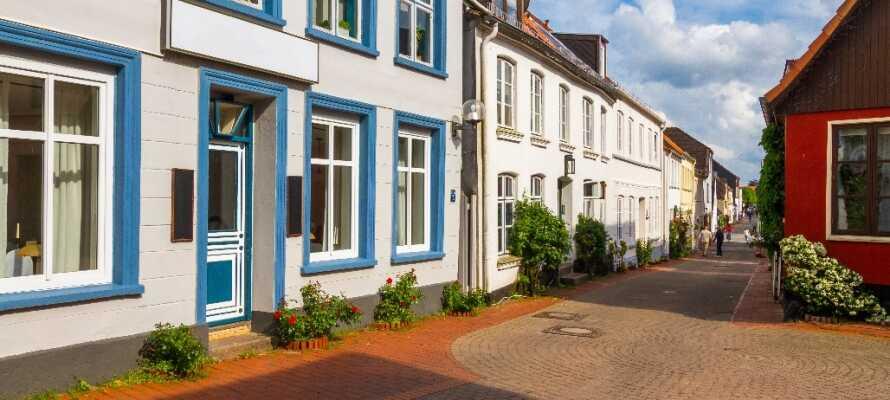 Gå en tur gennem de hyggelige gader i Slesvig by, som også byder på mange smukke kirker.