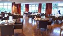 Hotellets værelser tilbyder lyse og komfortable rammer for opholdet